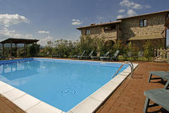 The swimming pool at Casale Poetalla